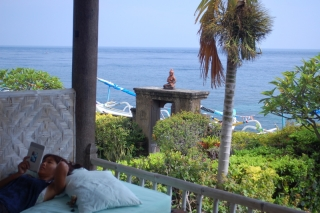 Meditasi felt like a private retreat beside the sea. Sure, the shower was cold, but then the temperature never dropped below hot, hot, hot